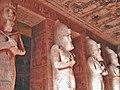 Statuen am Tempel vum Ramses II..JPG