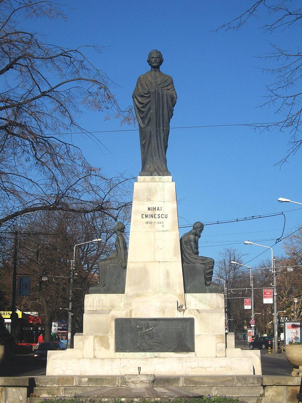Statuia lui Mihai Eminescu din Iasi