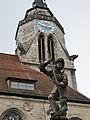 Stiftskirche mit Brunnenfigur.jpg