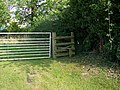 Stile and gate, Vernham Street - geograph.org.uk - 983006.jpg