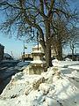 Stochov, náměstí U Dubu, kříž.JPG