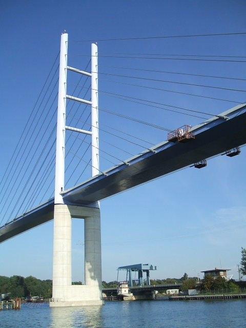 Stralsund, Germany, Rügenbrücke, Pylon und alte Klappbrücke (2006-09-12)
