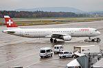 Swiss, HB-IOL, Airbus A321-111 (16269258210) (2).jpg