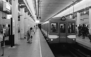 Tokyo Metro Marunouchi Line - Image: TRTA Marunouchi Line 2000 Nakano sakaue 19770625