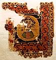 Tabula in lana con medaglione di donna ingioiellata, IV-VII secolo dc ca.jpg