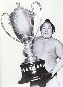 Tamanishiki with The Emperor's Cup.jpg