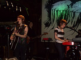Tegan and Sara в Гамбурге, Германия, в 2008