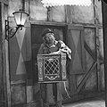 Televisiestuk Drie stuivers opera , Matthieu an Eysden met orgeltje, Bestanddeelnr 911-7338.jpg