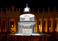 "The ""Bernini's fountain"" of St. Peter's square at night.jpg"