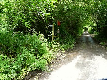 English: The foot path to Boode on the left of...
