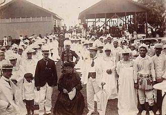 Tinomana Mereana Ariki - Tinomana Mereana Ariki with visiting New Zealand politician Charles H. Mills (1903)