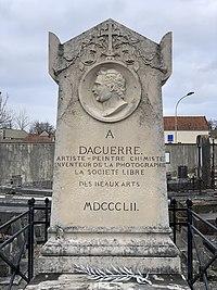 Tombe Louis Daguerre Cimetière Bry Marne 6.jpg