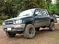Toyota Hilux 2.4 DLX 4x4 2001 (15033572307).jpg