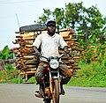 Transport de bois Ouémé.jpg