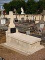 Treigny-FR-89-cimetière-sépulture Aristide Lian-04.jpg