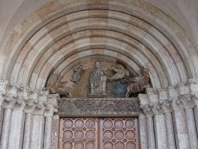 Ficheiro:Trento-Cathedral of Saint Vigilius-detail of northern entrance.jpg