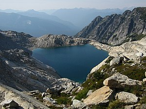 Glacier Peak Wilderness - Image: Triad Lake 7187t