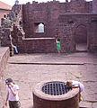 Trifels Brunnen 01.JPG