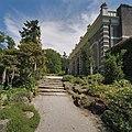 Tuin bij oranjerie met trap - Arnhem - 20375422 - RCE.jpg