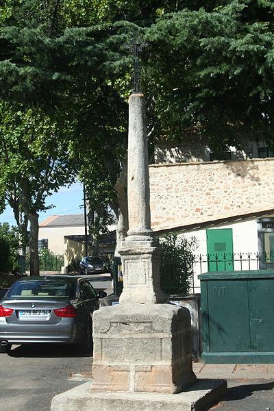 Usclas-d'Hérault (Hérault) - croix près de la mairie