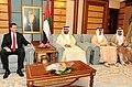 Valdis Dombrovskis tiekas ar AAE premjeru Mohamedu bin Rašidu Almaktūmu (6829268956).jpg