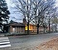 Vecchia scuola elementare oggi sede dei gruppi educativi territoriali.jpg