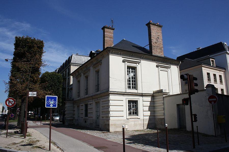 Pavillon de l'octroi is a building located 30 boulevard du Roi in Versailles, France.