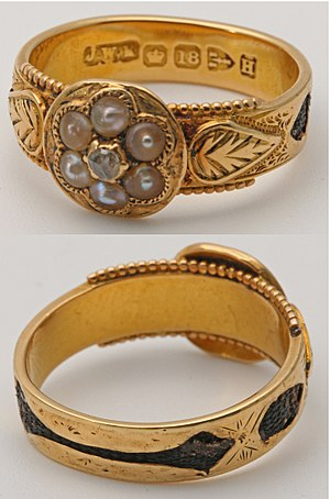 Mourning ring - Victorian mourning ring with hair enclosed in 18ct gold