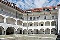 Villach Burgplatz 1 Villacher Burg Arkadenhof Sued-Ansicht 1005201 8407.jpg