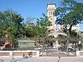 Vista de las Escuelas Aguirre desde la acera del Retiro de la calle ODonnell.jpg