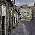 Voorgevel Fundatie van Renswoude met links de Beyerenkameren in de Lange Nieuwstraat - Utrecht - 20336915 - RCE.jpg