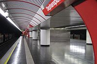 Wien U-Bahn-Station Stephansplatz Bahnsteig.jpg