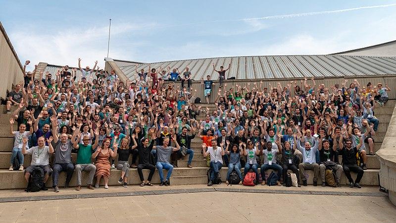 File:Wikimedia Hackathon Barcelona 2018 - group photo (waving).jpg