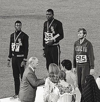 Athletics at the 1968 Summer Olympics – Men's 110 metres hurdles - Image: Willie Davenport, Ervin Hall, Eddy Ottoz 1968