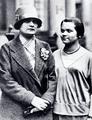 Zoe Gräfin Wassilko mit Eleonora Zugun 1927.png