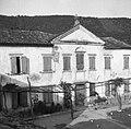 """""""Kortina"""" (dvorec) advokata Šardoša iz Kopra, danes spremenjen v kmečko stanovanjsko poslopje- vzhodni del 1949 (2) (cropped).jpg"""