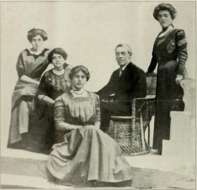 (left to right) Margaret Wilson, Mrs. Woodrow Wilson, Jessie Woodrow Wilson, Woodrow Wilson, Eleanor Randolph Wilson (1912)
