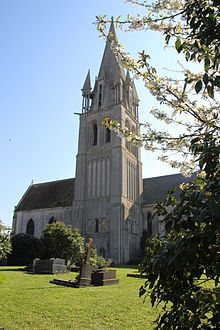 Église Saint-Rémi de Douvres-la-Délivrande en avril 2017.jpg