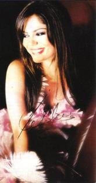 İzel (singer) - İzel in 2009