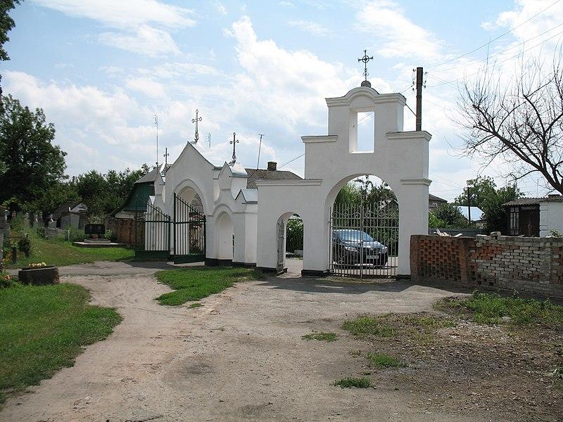 Вхід до Лодомирського кладовища