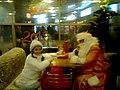 Дед Мороз и Снегурочка в кафе в Петербурге.jpg
