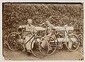 Лявон Дубейкаўскі (справа) з сябрам падчас адпачынку ад паездкі на ровары. 1914. (БДАМЛМ).jpg