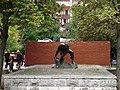 Пам'ятник «Булижник — зброя пролетаріату» 01.JPG