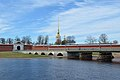 Петропавловская крепость и мост.jpg