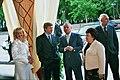 Федоренко. Ахметов с женой и мамой с друзьями2.jpg