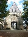 028 Daoulas Le porche d'entrée de l'enclos paroissial.jpg