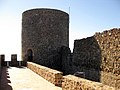 036 Castell de Montsoriu, terrassa del recinte sobirà, torre mestra.jpg