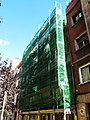 063 Casa Agustí Atzeries, c. Josep Torres 20 (Barcelona), en restauració.jpg