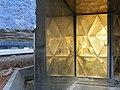 076 Museu Blau, parc del Fòrum (Barcelona), plafó daurat i reflex.jpg