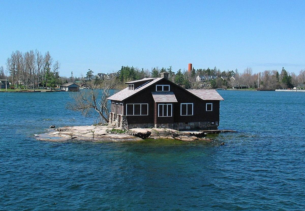 1000 Islands. Hub Island - St Lawrence River, USA - panoramio.jpg